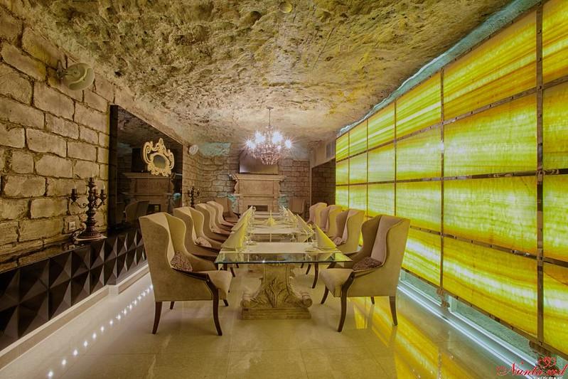 Ресторан «Oraşul Subteran» > Фотосессия в знаменитых подвалах Cricova в подарок молодоженам от ресторана Orasul Subteran