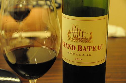 2010 Grand Bateau Rouge, Bordeaux