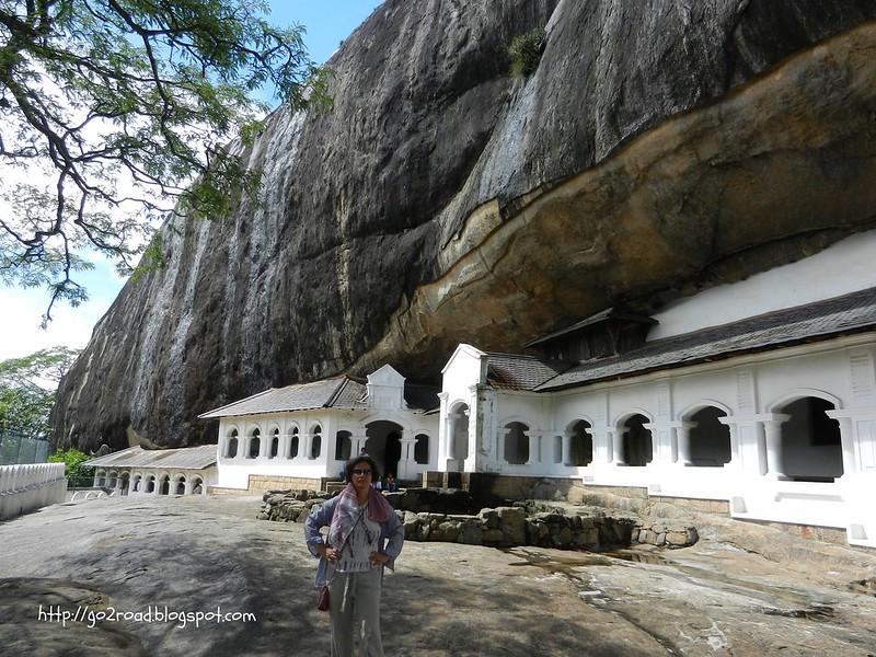 Дамбулла, Шри Ланка, вход в храмы