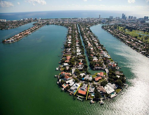 7960 Biscayne Point Circle