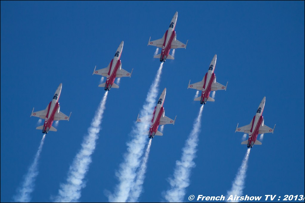 Patrouille Suisse aerobatic display team , Meeting Aerien 60 ANS paf salon de Provence 2013