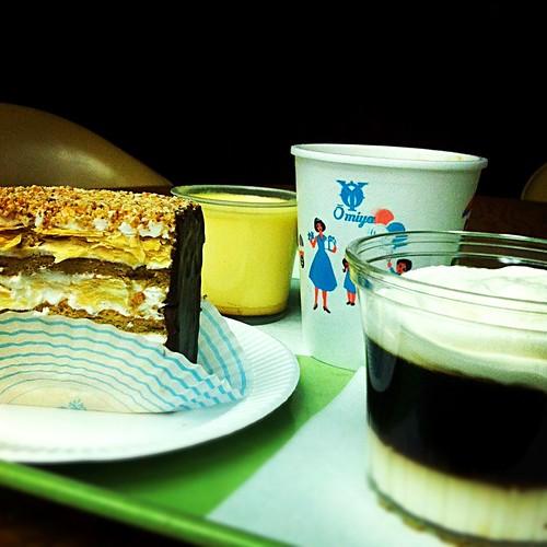 近江屋洋菓子店 Coffee and Dessert