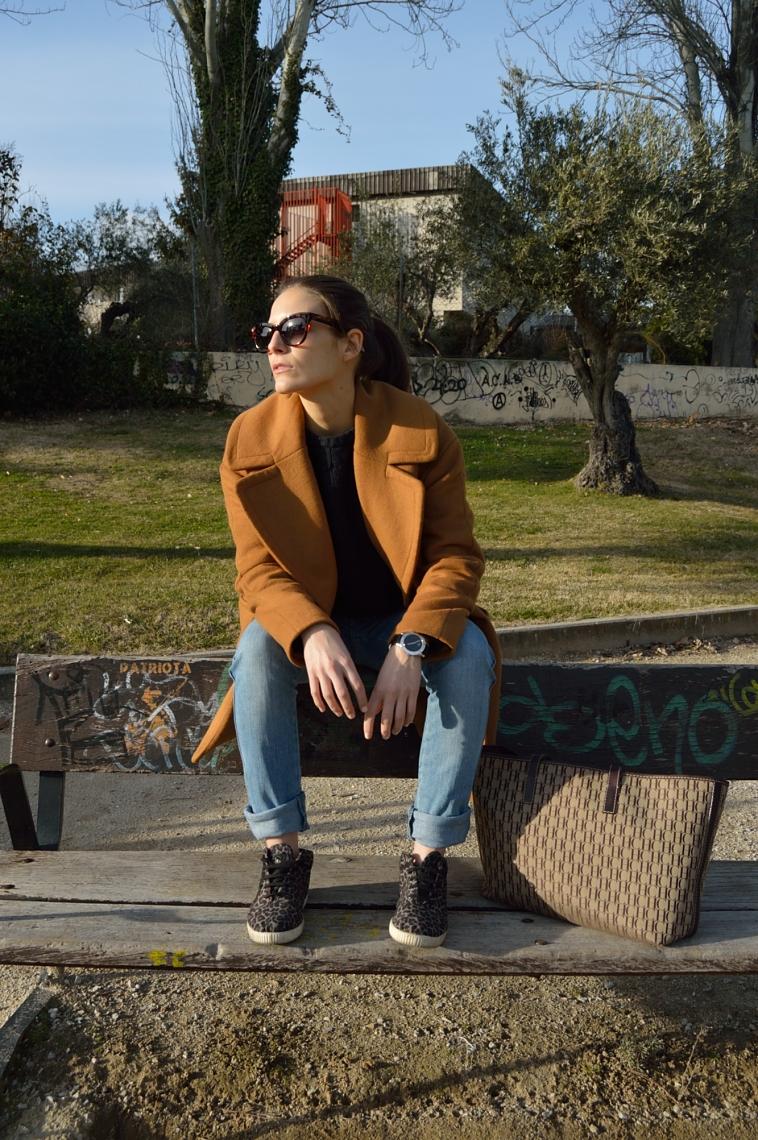 lara-vazquez-madlula-blog-casual-brown-coat-sneakers
