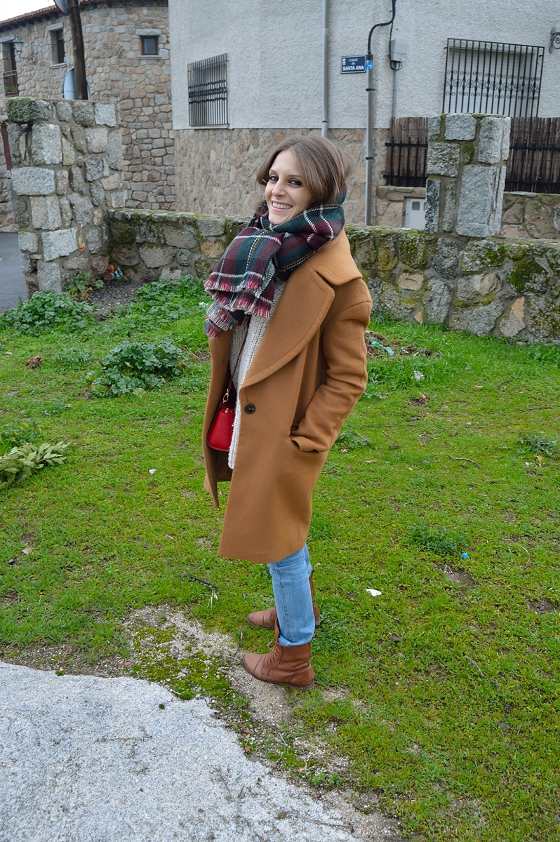 lara-vazquez-madlula-blog-brown-coat-plaid-foulard-look