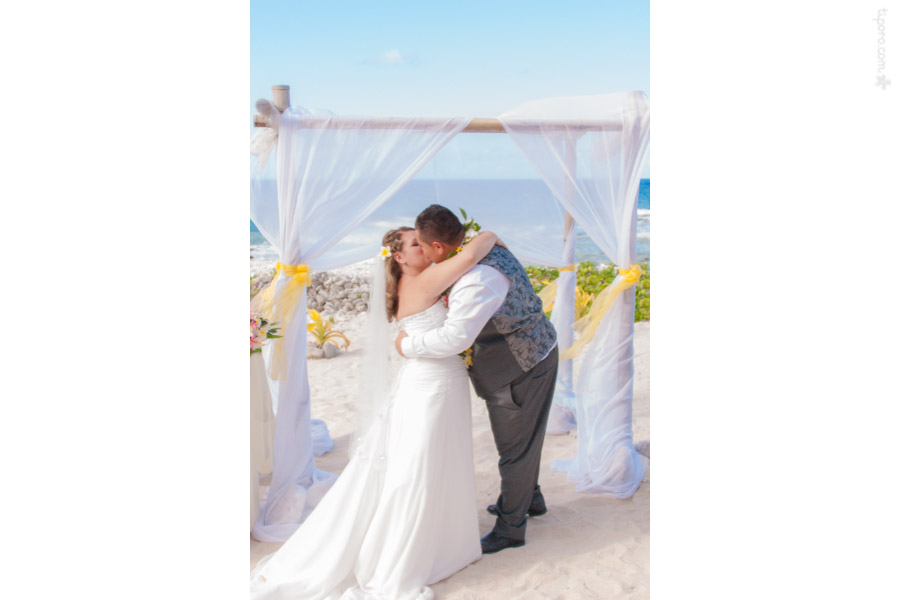 The Kiss. wedding arch, beach wedding, Rarotonga, Cook Islands, Papa Tika's Beach