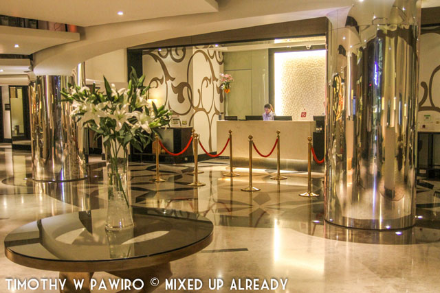 Asia - Philippines - Cebu - Quest Hotel - The lobby - Receptionist