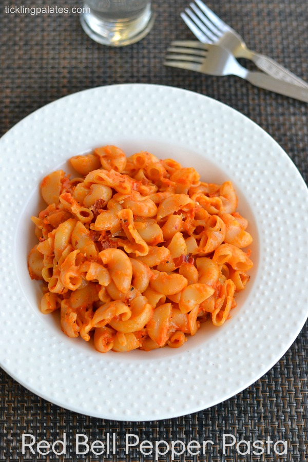 Pasta in Roasted Red Bell Pepper Sauce