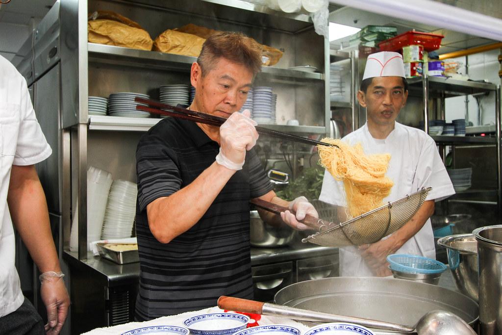 Mak's Noodle: Chef preparing noodle