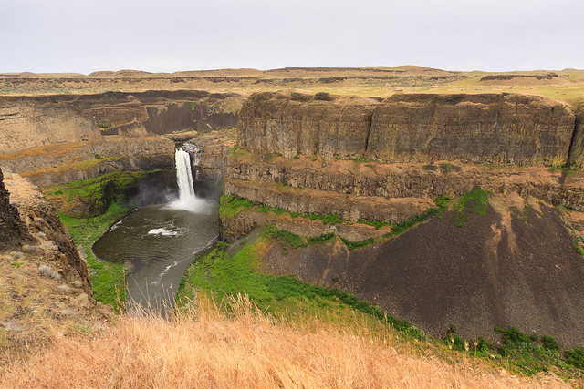 Palouse Falls - farther back