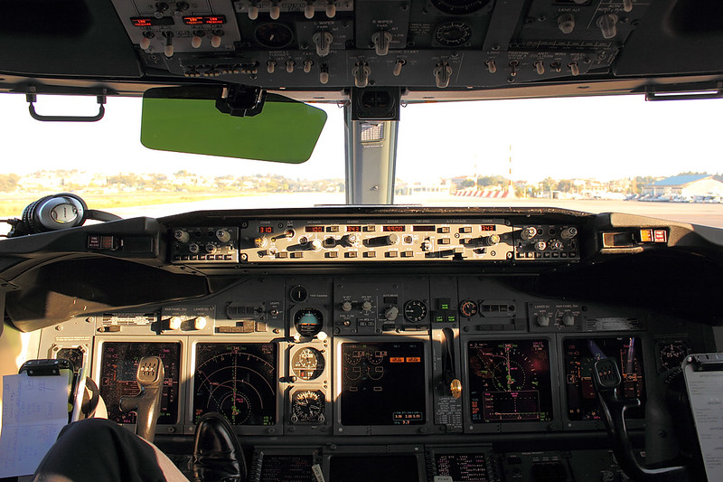 Morning sun in a B737NG-Cockpit