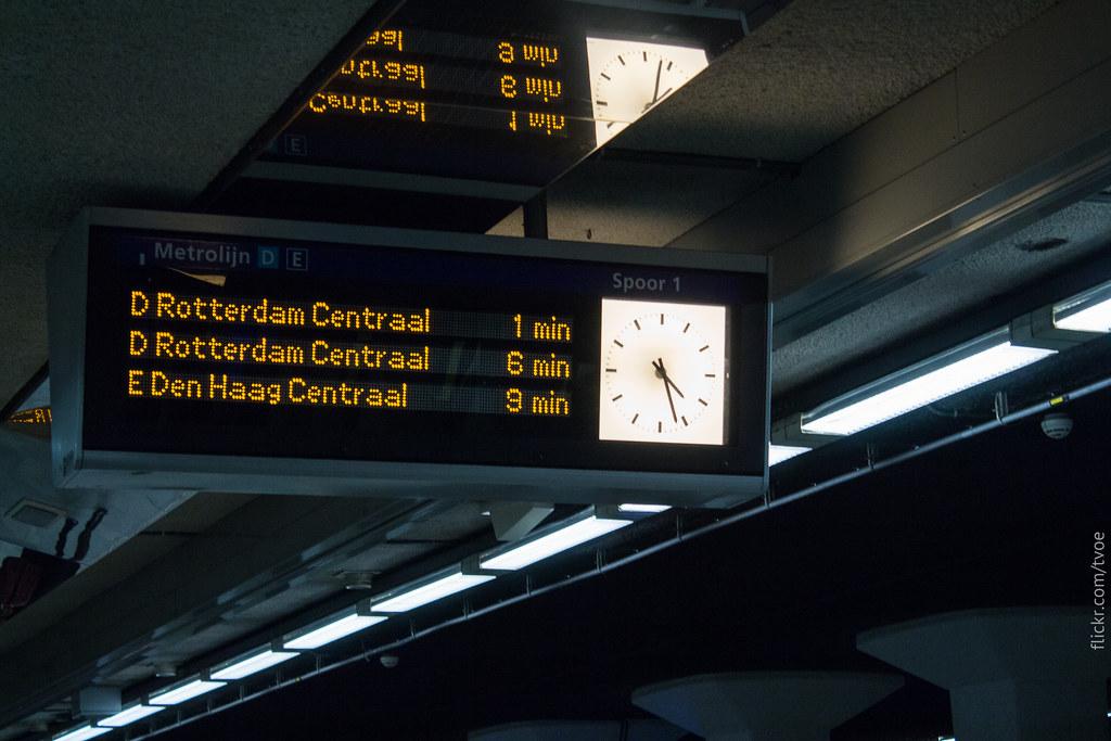 Табло в метро Роттердама