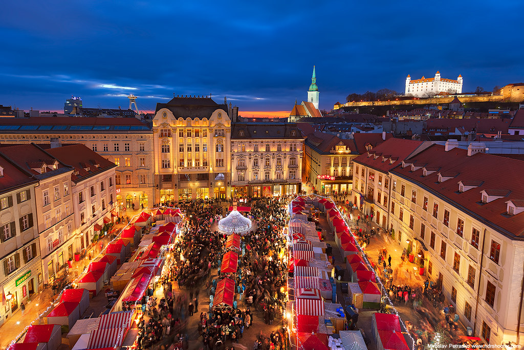Marché de noël à Bratislava - Photo de Miroslav Petrasko