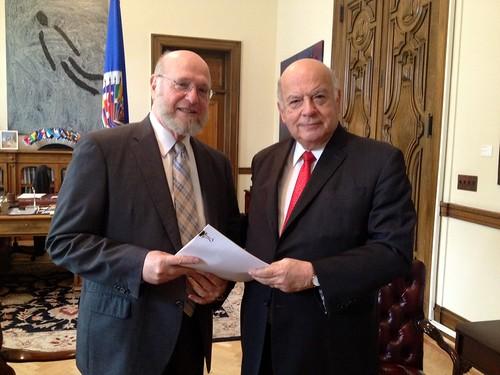 Embajador de República Dominicana ante la OEA entregó Ley 169-14 al Secretario General Insulza