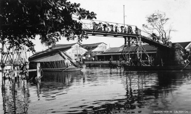 Saigon 1938-39 - Cầu Xóm Chỉ qua Kinh Tàu Hủ, ở đầu đường Tản Đà