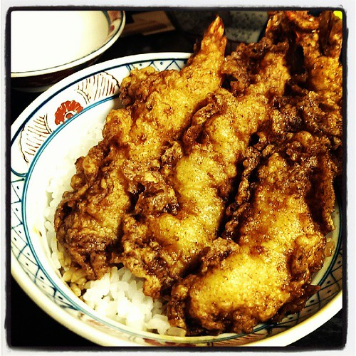 浅草の大黒屋。海老4本の天丼。味は濃い目。美味し。