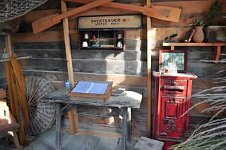 Caseta del guardián del pueblo sweethaven village - 9394511200 d28f30e1e4 n - Sweethaven Village, el pequeño pueblo maltés donde vive Popeye