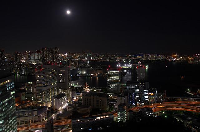 世界貿易センタービル展望室からのお月見