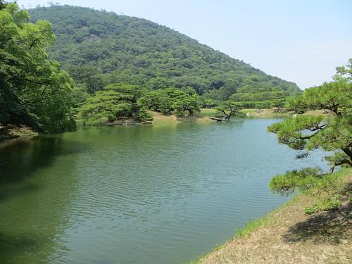 lake japan garden shikoku takamatsu ritsurinpark 高松 hokko mtshiun 栗林 北湖 箱松 屏風松 hakomatsu byoubumatsu
