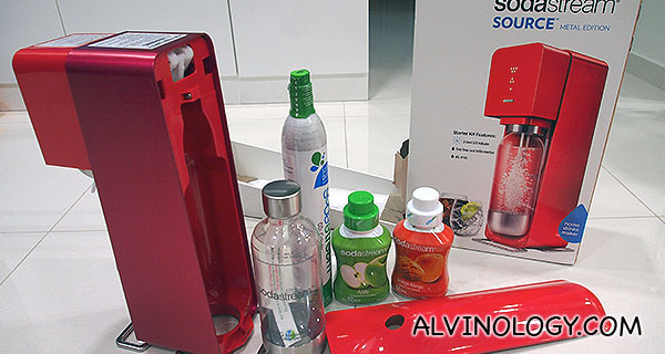 Unboxing the SodaStream Source