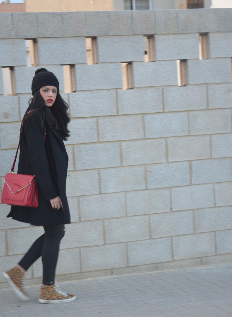 florencia blog total black look red boz bag print sneakers (6)