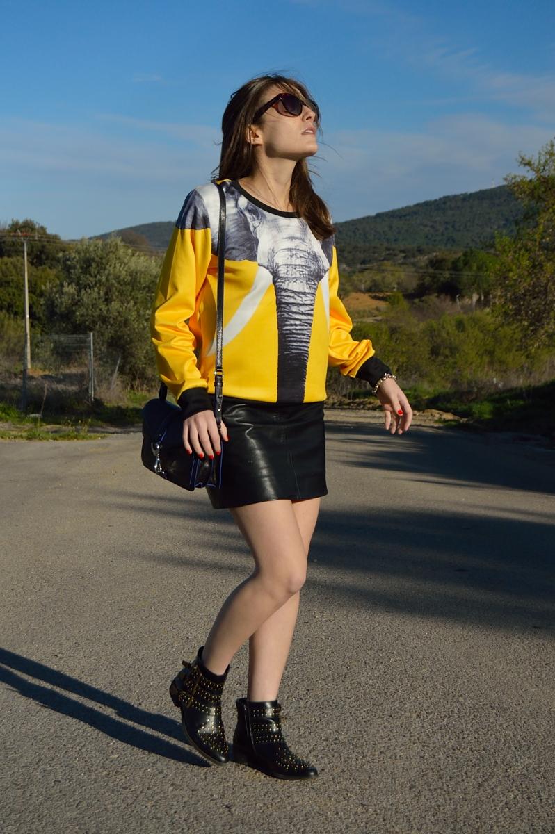 lara-vazquez-madlula-blog-elephant-sweater-look