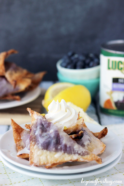 Blueberry Cheesecake Wontons | beyondfrosting.com | #blueberry #luckyleafspring