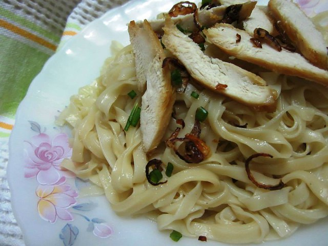 Sibu instant kampua mee pok with roast chicken