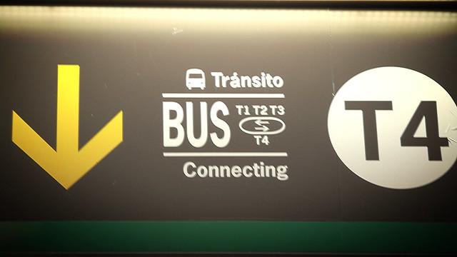 Como faço para ir dos terminais 1, 2 e 3 para o T4 no Aeroporto de Madri
