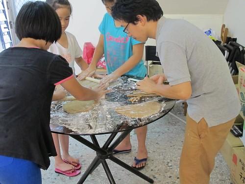 點心社每週都有好吃又好玩的點心動手做。圖片提供:陳慶元。