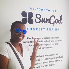 Just had to turn up at the #PopUp @boxpark and try on some #SunGod beauties. These #Mavericks are super awesome. Thanks @we_are_sungod for the hospitality. :heart:️:blue_heart::sunglasses: #summer #summershades #blue #custommade #Shoreditch #BoxPark #summ