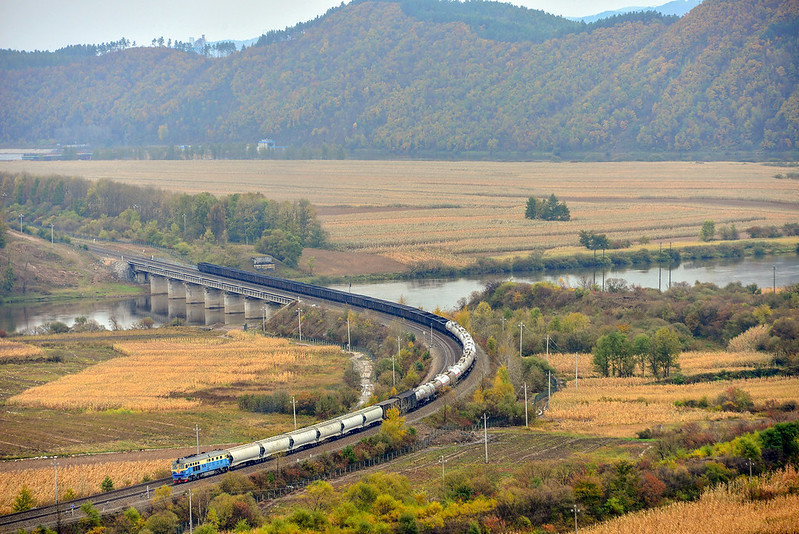Freight train - Photo credit: 哈局巡道工 via Foter.com / CC BY-NC-SA