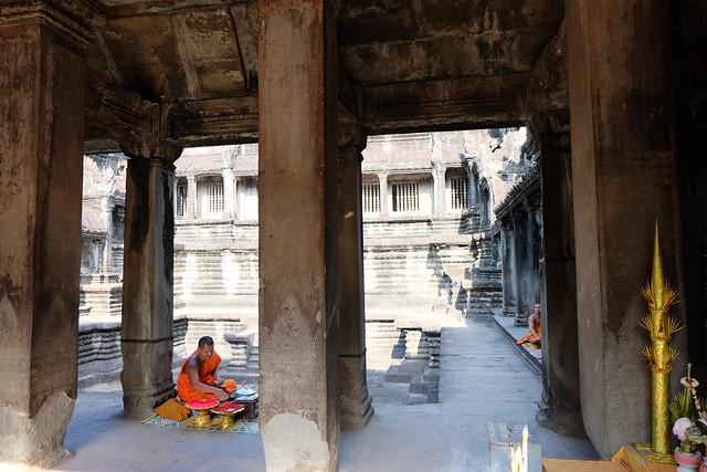 2 bonzes à Angkor Vat.