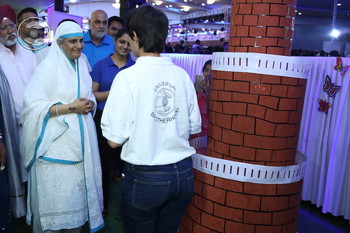 Her Holiness going round the exhibition