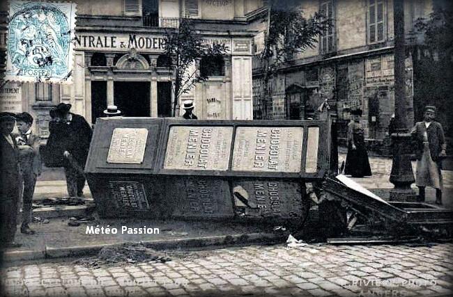 mobilier urbain renversé par les violentes rafales de vent à Angers lors de l'orage du 4 juillet 1905 météopassion