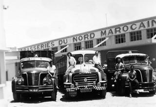 Maroc, Oujda. Camions des Brasseries du Nord Marocain, et leurs chauffeurs années 50