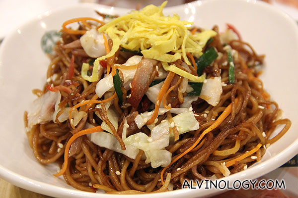 Fried Noodle with BBQ Pork and Soy Sauce (S$6.00)