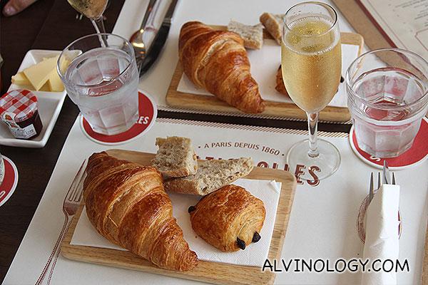 Champagne & Croissants at Ô Batignolles