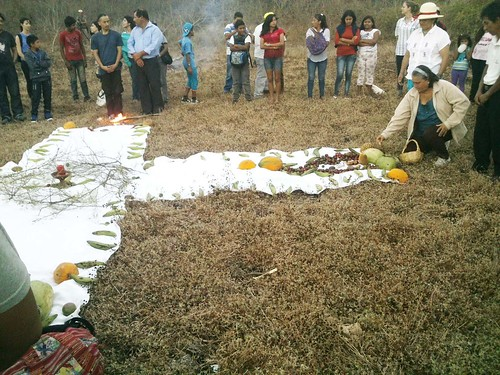 Parte de la ceremonia, homenaje a la tierra