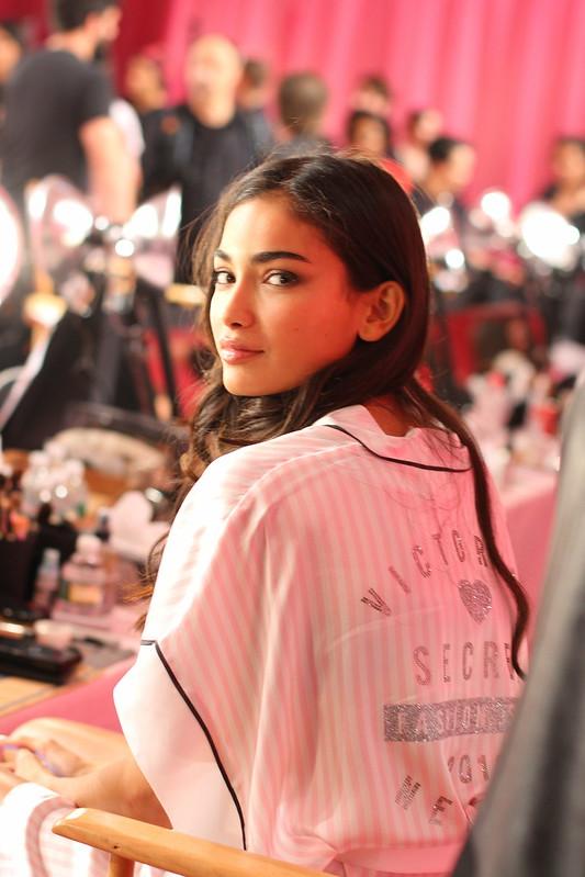 2013 Victoria's Secret Fashion Show  004