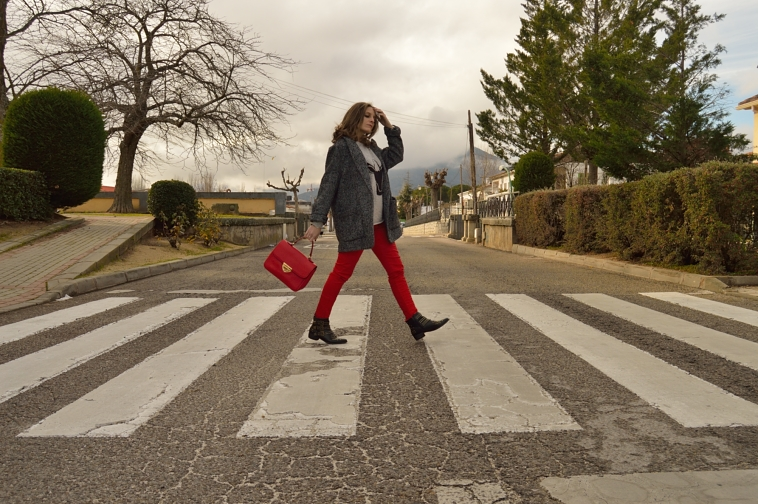 lara-vazquez-madlula-blog-beatlemania-red-biker-trousers-oversized-coat-red-bag