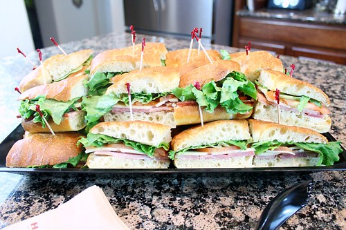 HoneyBaked Ham Makes Party Planning Hassle-Free #HoneyBakedGameDay #sponsored