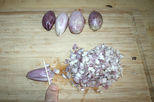14 - Schalotten würfeln / Dice shallots