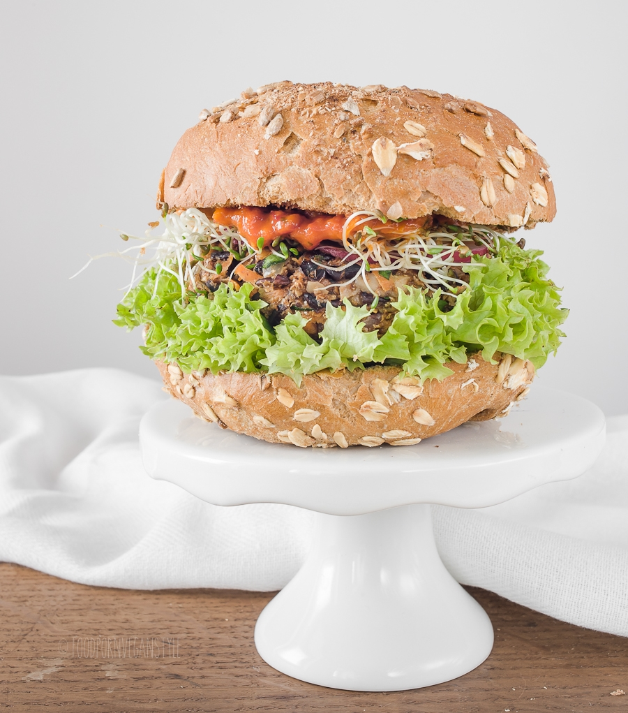 Black rice and mushroom burger with baharat