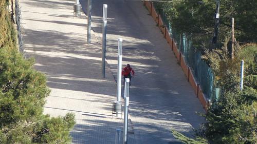 ซูม 21x เข้ามาดู เห็นคนขี่จักรยานเลยนะครับ