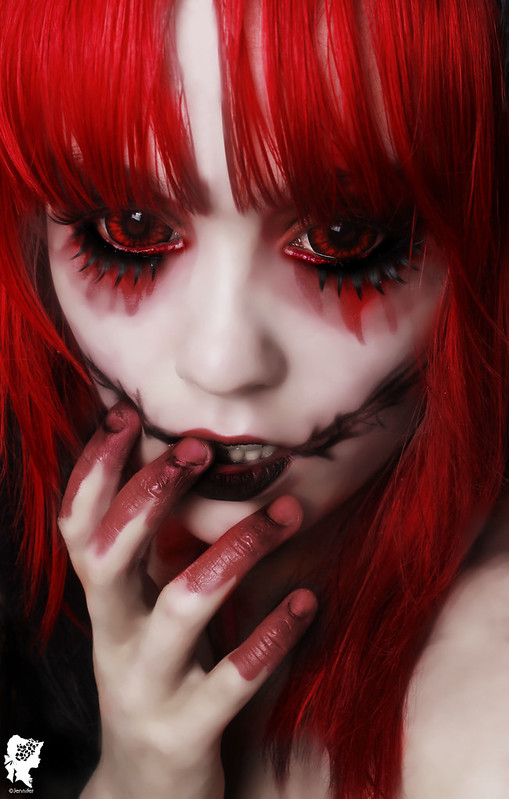 review-Phantasee-Red-Black-Sclera-lens-Sunpyre14