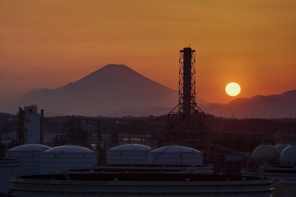 富士山と根岸日石