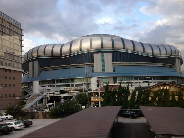 是大阪巨蛋! (目前被冠名為大阪京瓷巨蛋 Kyocera Dome Osaka)