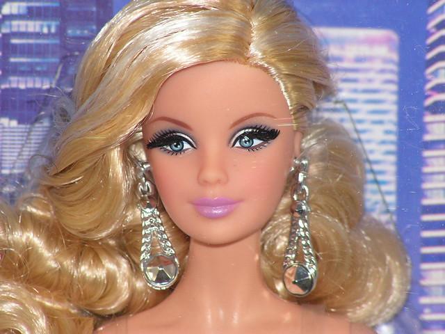 2014 The Barbie Look City Shine CJF49. (2)