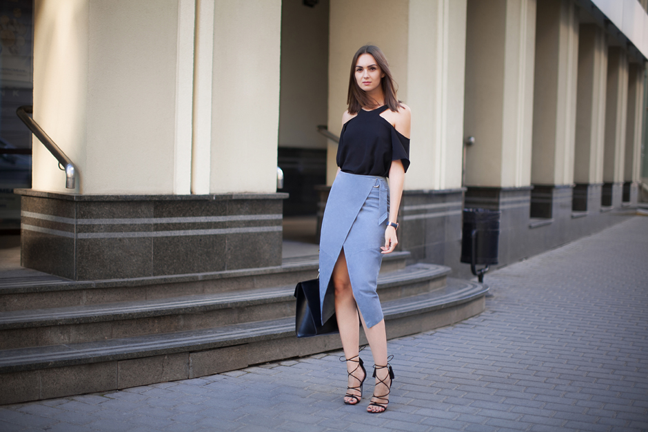suede-pencil-skirt-outfit-street-style