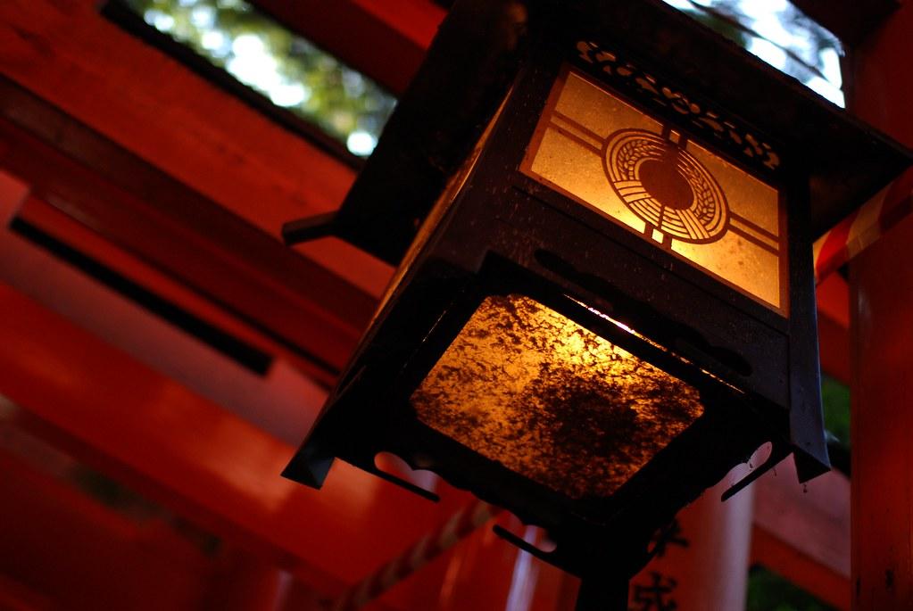千本鳥居の灯